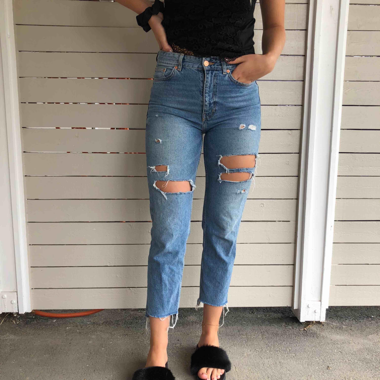 Säljer dessa sjuukt fina jeans i stl 38/40. 200kr + 40kr frakt via swish.. Jeans & Byxor.