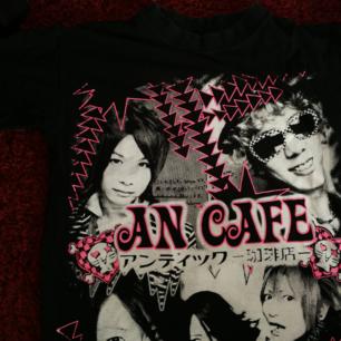 Bandtröja med An Café. Bra skick! Obs! Ej officiell bandtröja. Använder helst Swish. Köparen står för frakt!