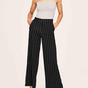 Supersköna och snygga höga byxor från Gina tricot, använt dom max 2-3 gånger.