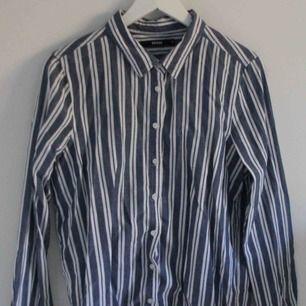 Skjorta från Bik Bok, storlek M. Använd fåtal gånger. Frakt inräknat i priset :)