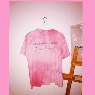 💕Rosa drömmig T-shirt väldigt retro!  Så mjuk och fin färg! 💕