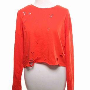 Cool tröja med menade hål i från bikbok. Säljer pga inte min stil. Kontakta vid intresse