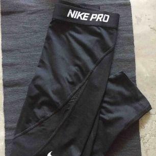 Nike träningsbyxor aldrig använda