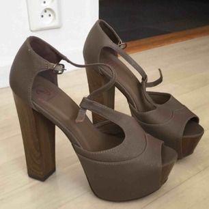 Oanvända skor från zara