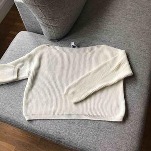 Stickad tröja från NAKD, Josefin Ekströms kollektion, samma här säljer pga att jag aldrig använder den. Frakt tillkommer.