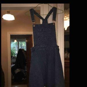 jeansklänning! storlek 36  möts upp i växjö eller fraktar :)