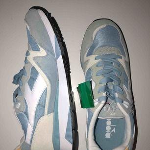 Diadora sneakers - Helt oanvända, lappen sitter kvar. Nypris: 1299kr!