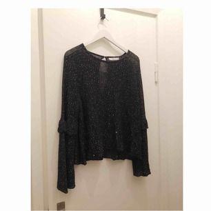 Finstickad, glittrig blus/tröja från Zara med vida ärmar