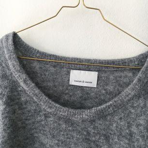 Supermjuk och mysig tröja från Samsøe Samsøe. Fint skick