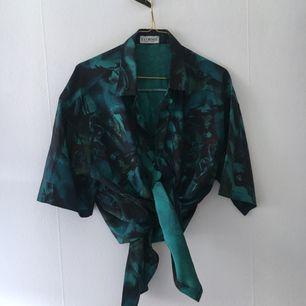 Skjorta i finaste färgerna och thai silk. Passar både herr och dam