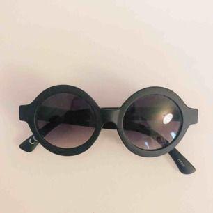 Solglasögon från Monki, frakt tillkommer!