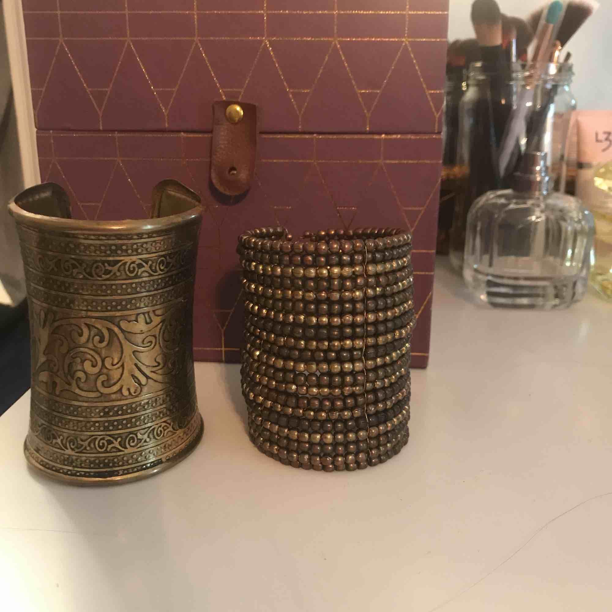 19kr/st eller 29kr för båda! 😍  - EDIT: armbandet till vänster är sålt. Accessoarer.