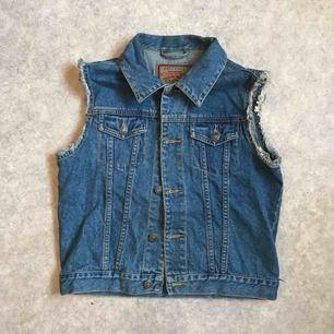 Snygg vintage 90's jeansväst, stl 146 (barn) men passar XS-S