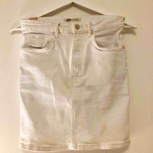 Vit jeanskjol från Zara