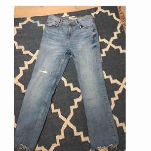 Ett par jeans från zara! Nyinköpta för nån månad sen men tyvärr fel storlek. Modell - kick flare