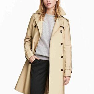 Beige trenchcoat från H&M, har använt den 1 gång bara så verkligen i nyskick 👌🏼 Vid intresse läs min profil (swipe åt höger i profilen) och skriv till mig!