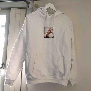 Finaste hoodie från Carlings. Jag hade den på sig kanske en gång och köpt för 400kr. Säljer för att inte min style. Möts upp i Stockholm annars frakt tillkommer.