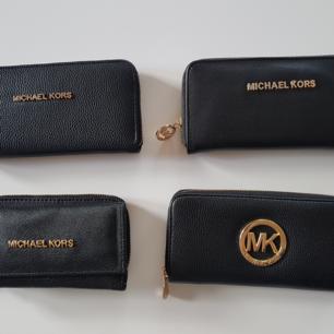 Michael Kors  plånbok a kopia   200 kr styck   Oanvänd Nya   Hämtas kan frakta också  38 kr vanlig frakt  58  kr spårbar frakt