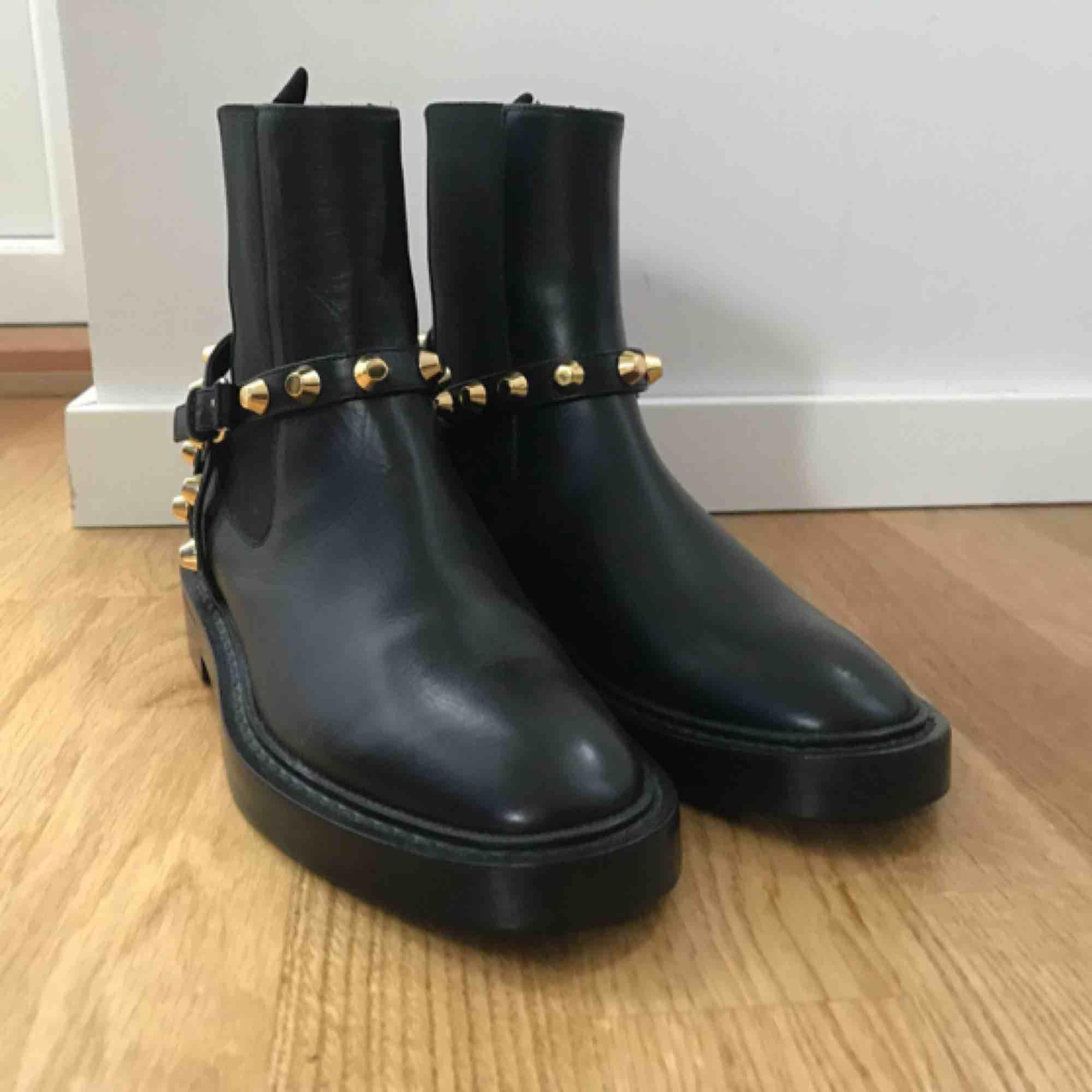 Balenciaga Ankle Boots Äkta såklart. Kvitto finns. Helt nya.  . Skor.