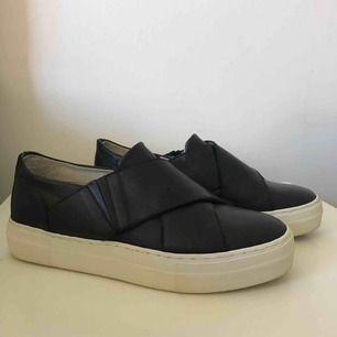 Jättefina skor från WERA Stockholm som tyvärr är för små för mig, därför har de ej kommit till användning så mycket. Nypris för 799kr. Köparen står för frakten!<3