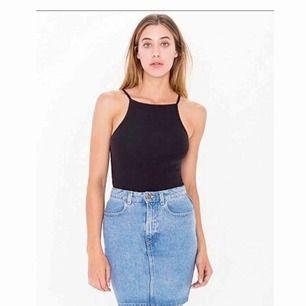 Jättefin jeanskjol fr American Apparel. Använd ett fåtal gånger så i nyskick utan defekter.   Märkt med strl M men absolut mer en S/36.  Nypris 400 kr   Köpare står för frakt :)