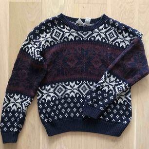 Stickad tröja från Beyond Retro, jätteskön🌞  Möts upp i Stockholm eller skickas på post, då står köparen för frakt!