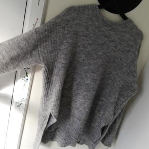 Mjuk höst tröja. Köpt på secondhand hand. Oversized✨ köparen står för frakt✨