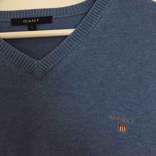 Ljusblå långärmad gant tröja. Storlek L. Nyskick Köpare betalar frakt