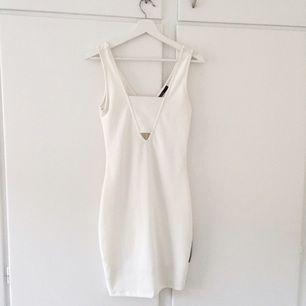 Oanvänd klänning från Bik Bok
