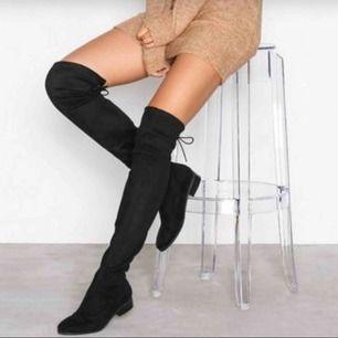 Overknees boots som är passande till hösten. Bra skick och har inte använts mycket  Skriv i chatten om ni vill ha fler bilder