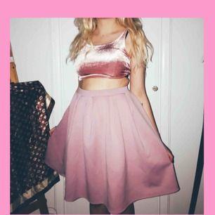 Top och kjol i rosa toner. Du får båda 💕 stretch i båda så sitter skönt! Kan postas