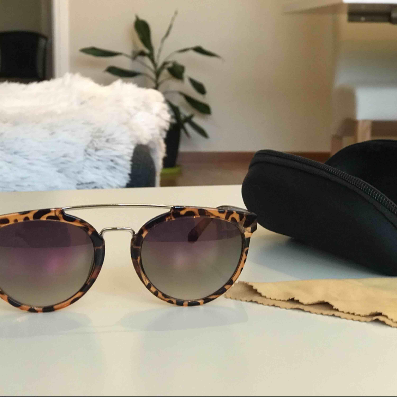 Uv skyddande solglasögon.Använda några gånger.. Accessoarer.