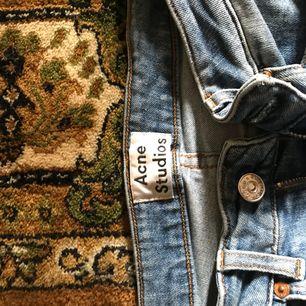 Jeans från acne! Storlek 24/32 passar xs/s, frakt tillkommer 🌸