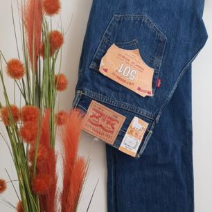 Straight leg levis 501 jeans sjukt trendiga tyvärr för små för mig (nypros:900kr)