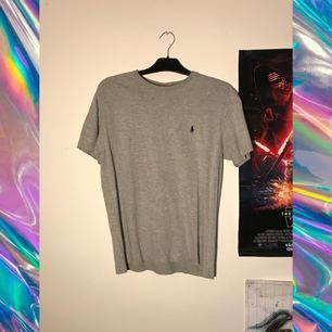 Ralph Lauren T-shirt.  Köparen betalar frakt på 50kr