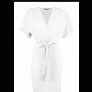 Jättefin oanvänd vit klänning både snygg till vardags och till fest