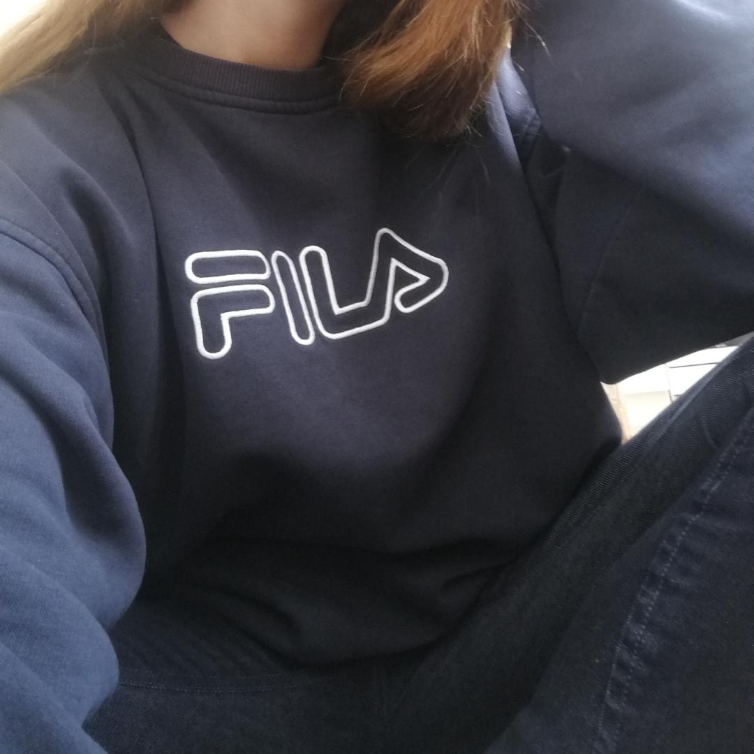 Äkta vintage favvo-tröja från Fila i stl XL herr, perfekt oversize på mig som har stl XS och funkar säkert på typ alla storlekar. Vit brodyr på bröstet. 400 inkl frakt :) . Tröjor & Koftor.