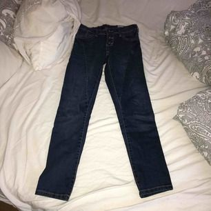 Blåa jeans  Storlek 140  Tar swish  Köparen står för pris