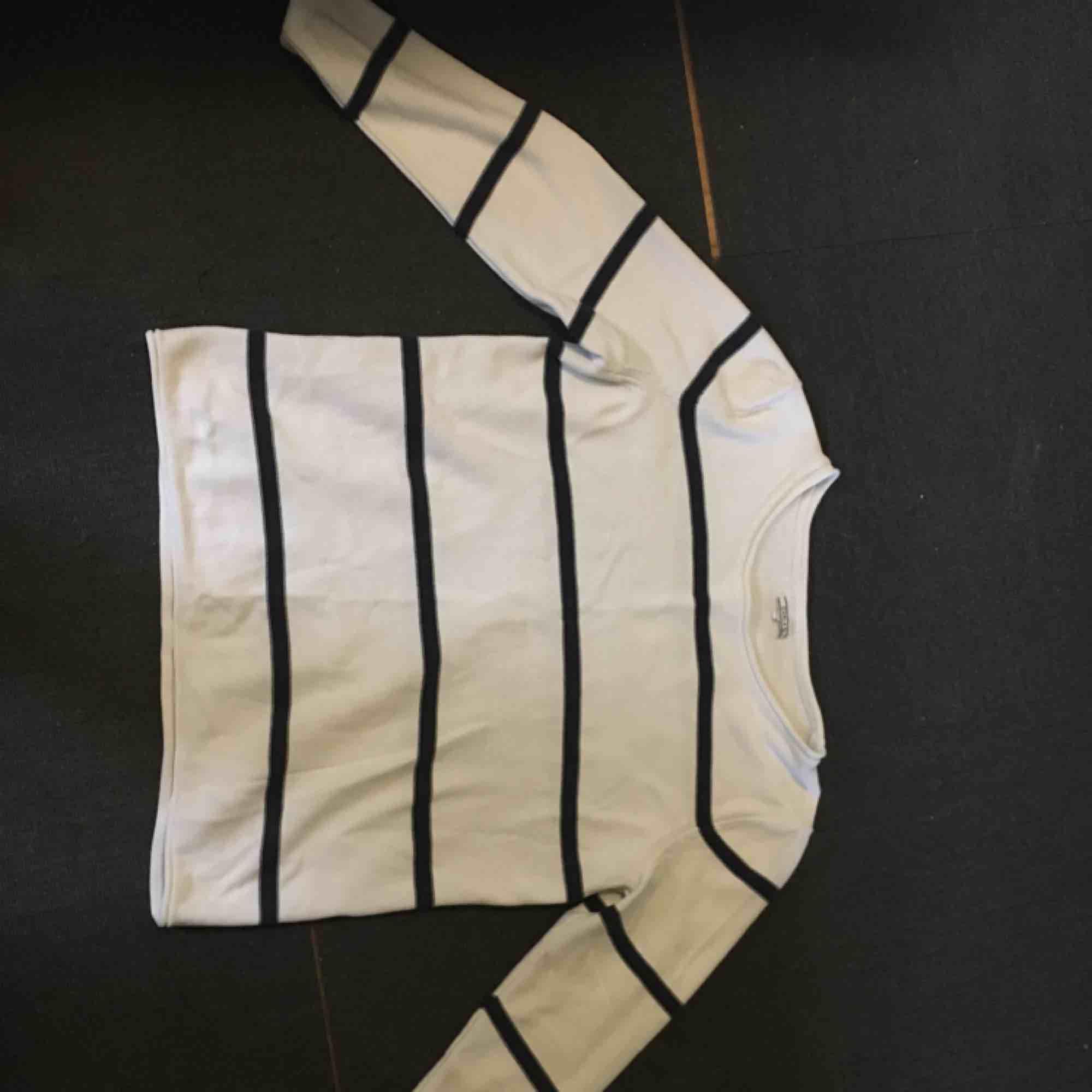 Köpt på secondhand Använd 2-3 gånger. Huvtröjor & Träningströjor.