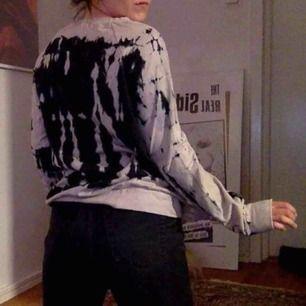 Helt ny collage tröja från Urban Outfitters! Jättemjuk! Köparen betalar frakt!