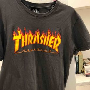 Äkta t-shirt från Thrasher köpt i USA, säljer för I don't skate bro. Nypris 35 USD