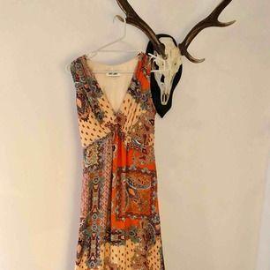Dry lake klänning, använd vid ett tillfälle. Som NY!!