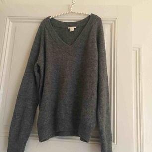 Stickad tröja från hm, xs men stor i storlek. Använt skick