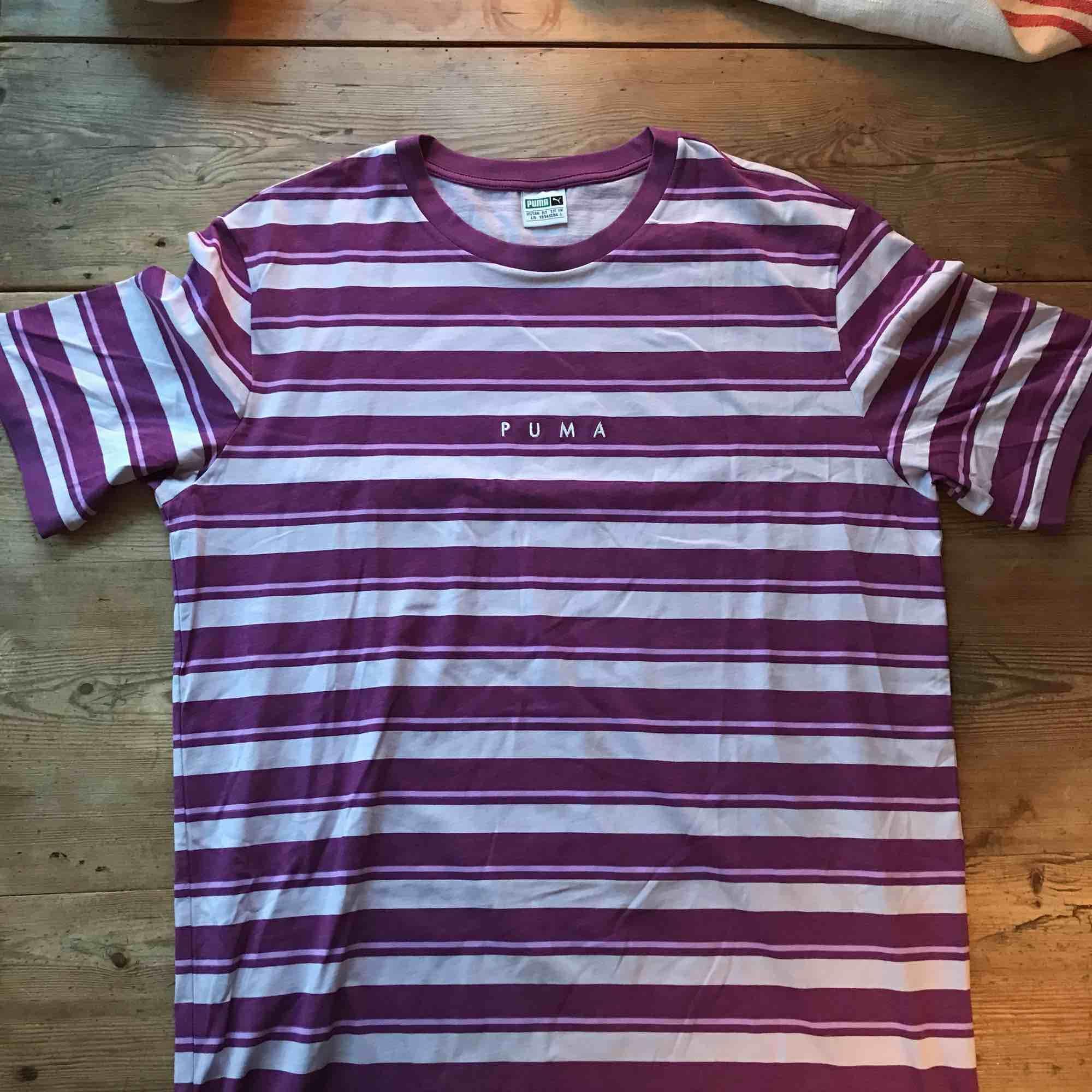t-shirt från puma, aldrig använd. Köparen står för frakt . T-shirts.