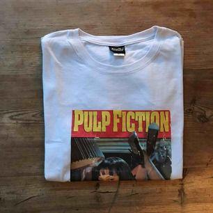 pulp fiction t-shirt, aldrig använd. Köparen står för frakt