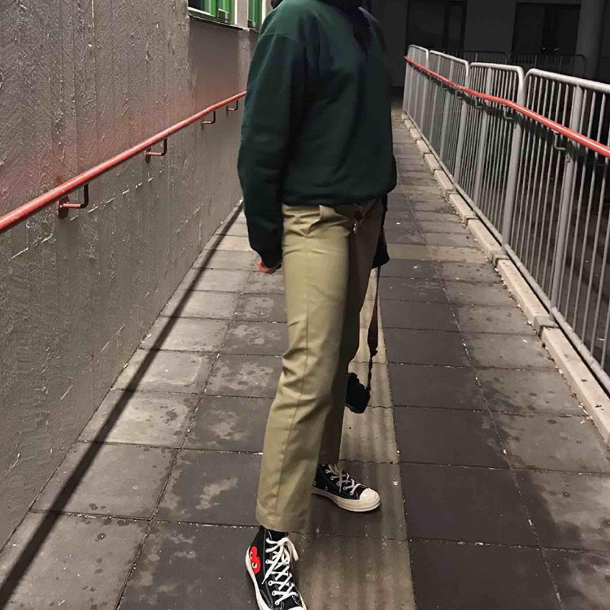 Dickies work pants i strl W26 L30. Mycket fint skick! Betalas via swish, köparen står för frakt :). Jeans & Byxor.