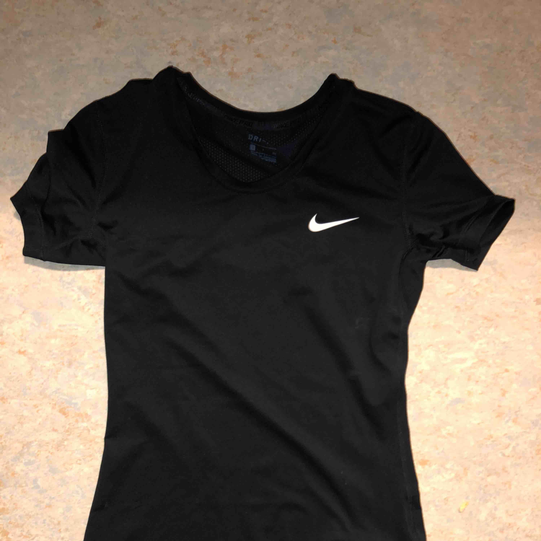 Aldrig använd , sport T-shirt . T-shirts.