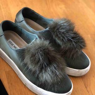 Fuskpäls på bollarna, skorna är använda ca 4 gånger <3