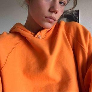 Jätte fin oversized hoodie från weekday! Aldrig använd, helt ny