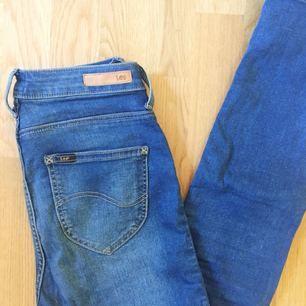 Superstretchiga och knappt använda Lee jeans